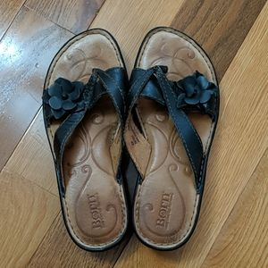 Born Sandals Sz 6